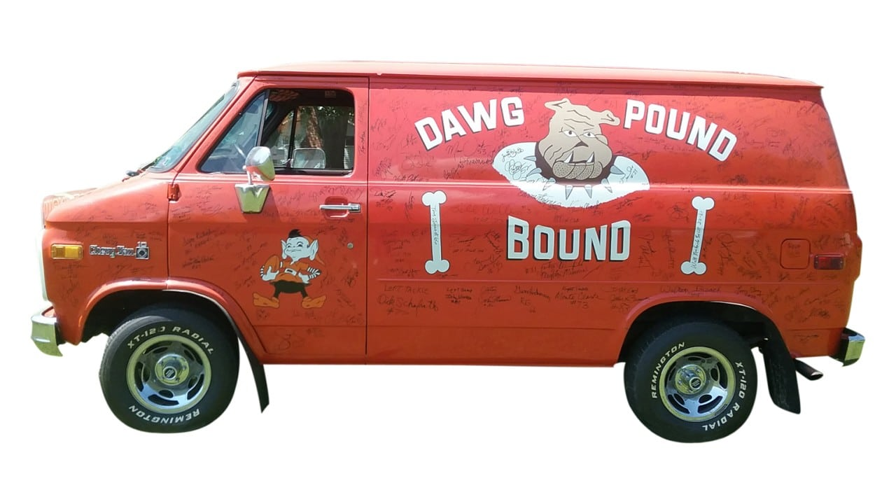 sports-van-dawg-pound